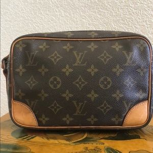 Louis Vuitton Bags - Authentic Vintage LV Trocadero 23 Crossbody Bag